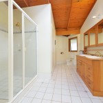 Maleny Accommodation McCarthy Lake House shared bathroom