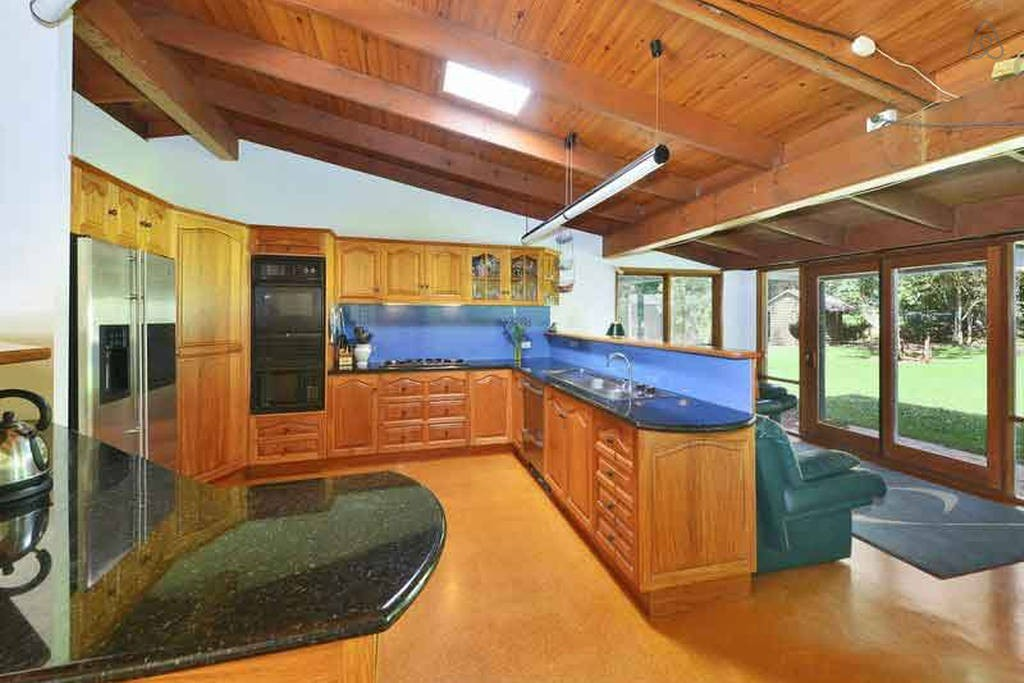 maleny accommodation kitchen