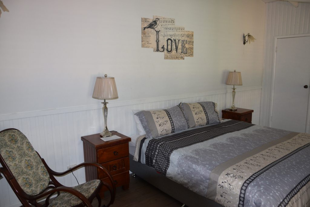 Maleny accommodation King bed private ensuite
