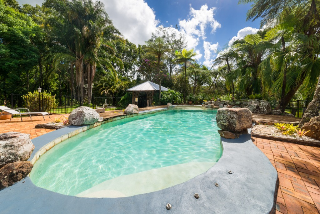 Maleny-accommodation-swimming-pool